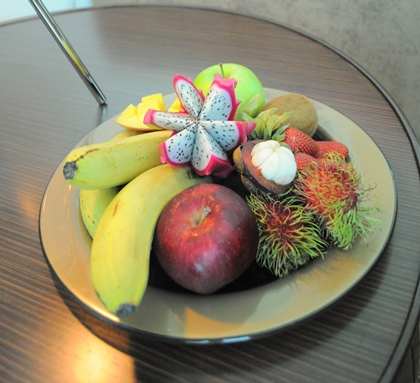 fruit_plate_amenity_Glass_Studio_Hilton_Doha