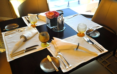 table-setting-Glass-Studio-all-day-dining-St- & Tabletop accessories for casual dining at St Regis Doha