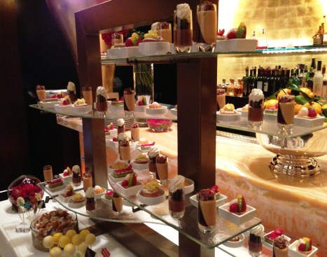 dessert_display_stand_Glass_Studio
