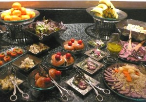 buffet-service-glass-dinnerware-Glass-Studio-Grand-Hyatt-Muscat