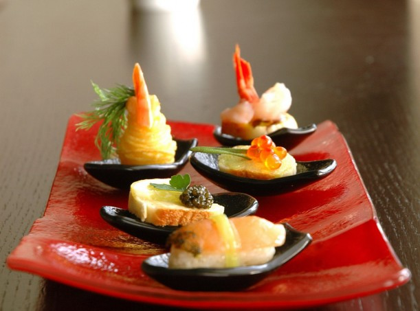 Small glass plates for Canape platters