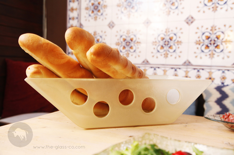 glass-baguette-basket